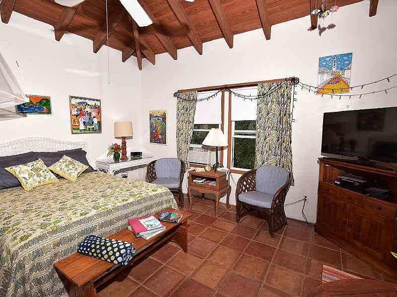 Studio Cottage Queen Bed