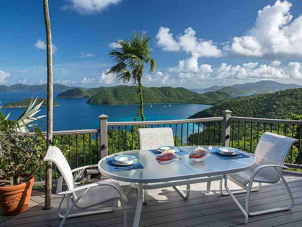 Outdoor Dining with North Shore Views