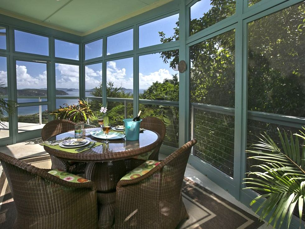 Screened outdoor dining