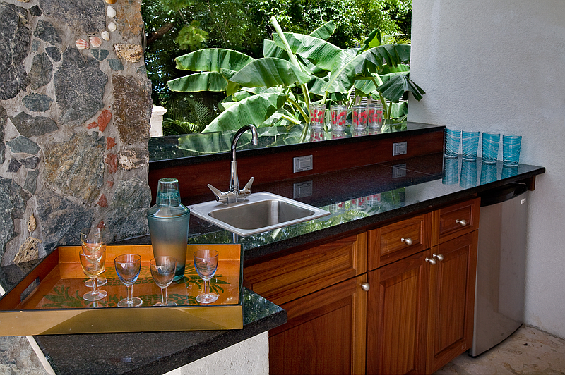 Wet Bar by the Pool