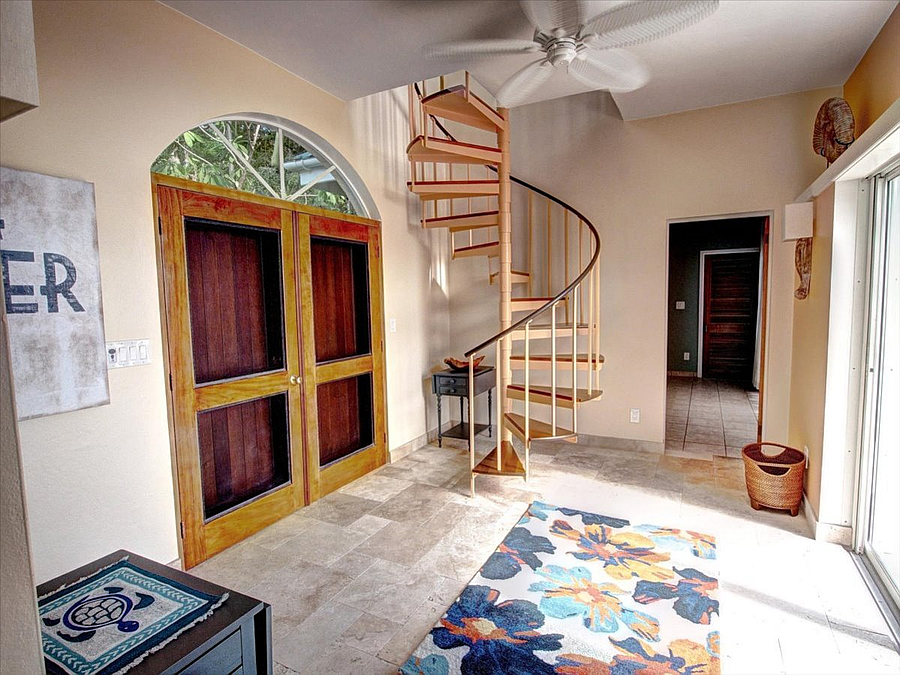 Stairs to coupla bedroom